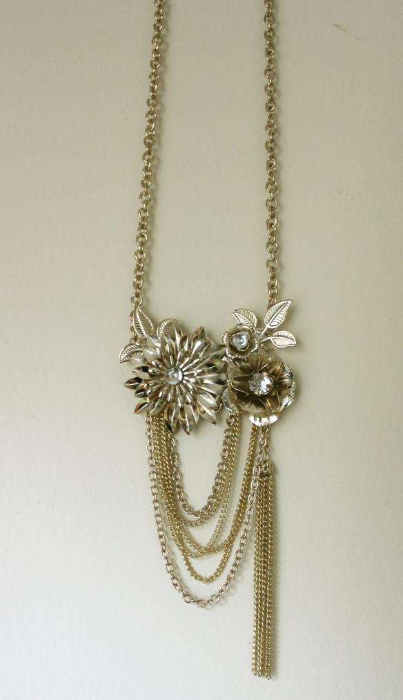 Colar Charlotte Russe (Flores/dourado) - R$ 40,00 + frete